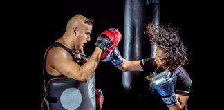 vrouw boksen